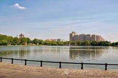 俄国 在奥斯坦基诺电视塔附近的奥斯坦基诺池塘 2016年6月21日 库存照片