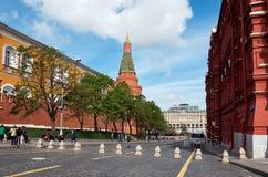 俄国 在红场附近的克里姆林宫段落在莫斯科 2017年5月25日 库存照片