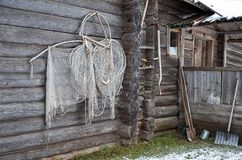 俄国 木房子在Kinerma村庄在卡累利阿 2017年11月16日 图库摄影
