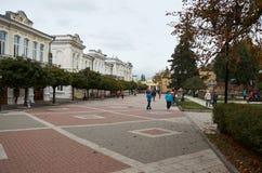 俄国 Kislovodsk 手段大道的人们在Kislovodsk 2016年10月12日 免版税库存图片