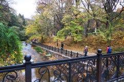 俄国 Kislovodsk 秋季手段公园在Kislovodsk 2016年10月12日 库存照片