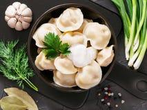 俄国pelmeni,馄饨,饺子用肉 免版税图库摄影