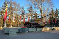 俄国T-34坦克纪念碑在伊尔库次克,西伯利亚,俄罗斯 库存照片