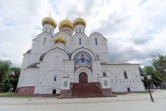 俄国yaroslavl - 6月3日 2016年 1507 1533年假定建立了大教堂年 免版税库存图片