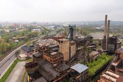 俄斯拉发,捷克- 2018年4月17日:更低的Vitkovice区的全景从螺栓塔的在俄斯拉发,捷克Rep 库存图片