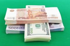 俄罗斯卢布、欧元和美元 免版税库存照片