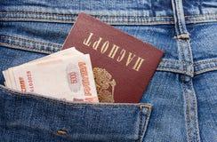 俄罗斯卢布票据和护照在后面牛仔裤装在口袋里 免版税库存图片