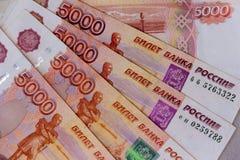 俄罗斯卢布钞票五第一千个个顶视图特写镜头 库存照片