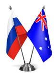 俄罗斯和澳大利亚-微型旗子 免版税库存图片