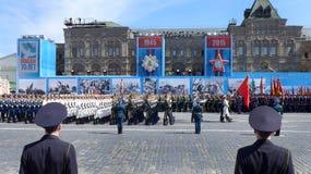 俄罗斯庆祝反法西斯胜利第70周年与盛大游行的 免版税库存照片