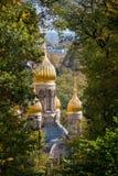 俄罗斯正教会金黄圆顶在威斯巴登 免版税图库摄影