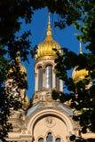 俄罗斯正教会金黄圆顶  免版税库存图片