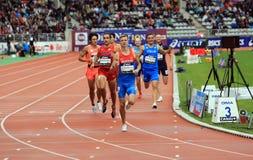 从俄罗斯的康斯坦丁Tolokonnikov赢取800 m的 赛跑在2015年9月13日的DecaNation国际室外游戏在巴黎, 库存图片