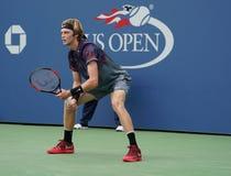 俄罗斯的职业网球球员安德雷Rublev行动的在他的美国公开赛2017秒回合比赛期间 库存图片