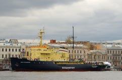 俄罗斯的破冰船节日  免版税库存图片