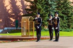 俄罗斯的总统护卫队的每小时变动无名战士坟茔的  免版税图库摄影