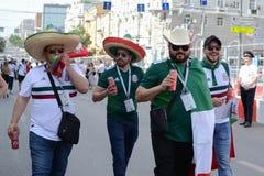 俄罗斯顿河畔罗斯托夫6月23日2018扇动3月到比赛的体育场罗斯托夫竞技场在墨西哥和韩国之间 免版税图库摄影