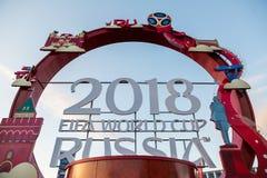 俄罗斯,下诺夫哥罗德- 2018年6月13日:题字被计时对2018年世界杯足球赛以体育场为背景 库存照片