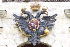 俄罗斯,两头老鹰的标志 库存照片