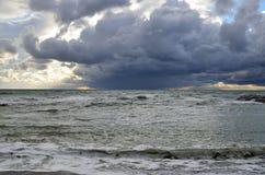 俄罗斯,克拉斯诺达尔地区, Dzhubga 在黑海的风暴在10月 库存图片