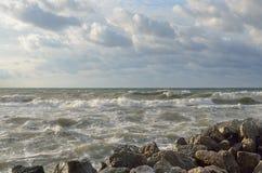 俄罗斯,克拉斯诺达尔地区, Dzhubga 在黑海的风暴在10月 免版税库存照片