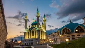 俄罗斯,共和国鞑靼斯坦共和国,喀山, Qol rif清真寺,时间间隔,美好的晚上都市风景 股票录像
