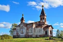 俄罗斯,卡累利阿,圣洁给与生命三位一体教会在Konchezero村庄  库存照片