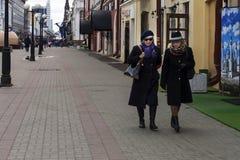 俄罗斯,喀山,可以3日2018年,走在城市附近的妇女,社论 免版税库存照片