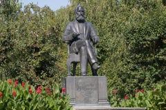俄罗斯,喀山, 2017年9月2日:俄国化学家的-在普希金街道上的亚历山大Butlerov纪念碑 库存照片
