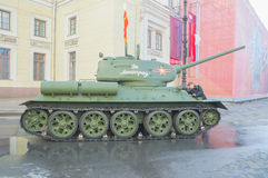 俄罗斯,圣彼德堡,可以7日2017年- t-34坦克在前面 库存图片