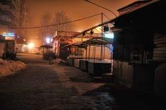 俄罗斯,圣彼德堡, 29,12,2012个油灰柜台在夜s 免版税库存图片