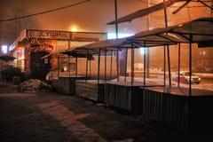 俄罗斯,圣彼德堡, 29,12,2012个油灰柜台在夜s 免版税库存照片