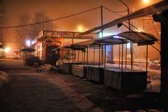 俄罗斯,圣彼德堡, 29,12,2012个油灰柜台在夜s 库存照片