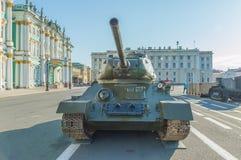 俄罗斯,圣彼德堡, 2017年8月10日- t-34坦克在宫殿 库存图片