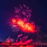 俄罗斯,圣彼德堡, 07/30/2012欢乐致敬对天  免版税库存图片