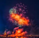 俄罗斯,圣彼德堡, 07/30/2012欢乐致敬对天  库存照片