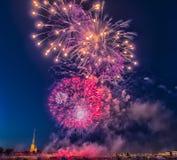 俄罗斯,圣彼德堡, 07/30/2012欢乐致敬对天  免版税图库摄影