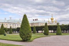 俄罗斯,圣彼德堡- 10 08 2011年:一部分的喀麦隆画廊的门面 彼得斯堡圣徒 免版税图库摄影