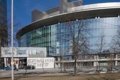 22 03 2017年 俄罗斯,斯维尔德洛夫斯克地区,市叶卡捷琳堡,叶利钦中心的门面的片段 现代建筑师 图库摄影