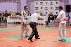 俄罗斯,符拉迪沃斯托克,11/03/2018 在人中的Jiu-Jitsu搏斗的竞争 武道和战斗的体育比赛 免版税库存图片