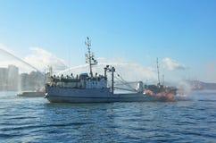 俄罗斯,符拉迪沃斯托克, 2015年10月, 05日 解救人质的教学从被夺取的船在日本海 图库摄影