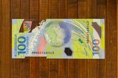 俄罗斯,罗斯托夫On唐, 2018年6月27日:纪念世界杯足球赛2018 100卢布钞票 免版税库存图片