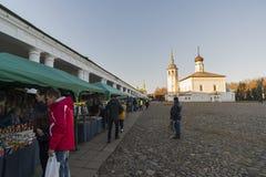 俄罗斯,苏兹达尔- 06 11 2011年 商业区-城市的历史的中心是金黄圆环旅行的一部分 库存图片
