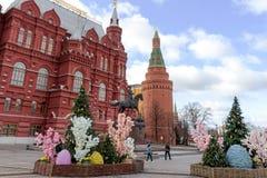 俄罗斯,莫斯科,在莫斯科街道上的复活节装饰  库存图片