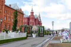 俄罗斯,莫斯科,在莫斯科街道上的复活节装饰  免版税库存图片