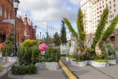 俄罗斯,莫斯科,在莫斯科街道上的复活节装饰  免版税库存照片