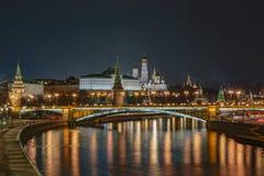 俄罗斯,莫斯科,晚上风景,克里姆林宫的看法 免版税库存图片