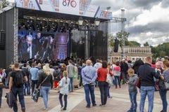 俄罗斯,莫斯科, 09 09 2017年,人们听一个音乐会在Tsarit 图库摄影
