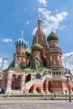 俄罗斯,莫斯科, 2017年6月8日:St蓬蒿红场的` s大教堂在夏天 免版税库存图片