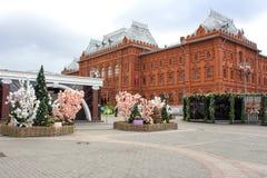 俄罗斯,莫斯科:在莫斯科街道上的复活节装饰  免版税库存图片